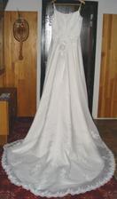 Svadobné šaty zo zadu