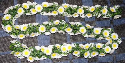 kvetinové reťaze na výzdobu sály