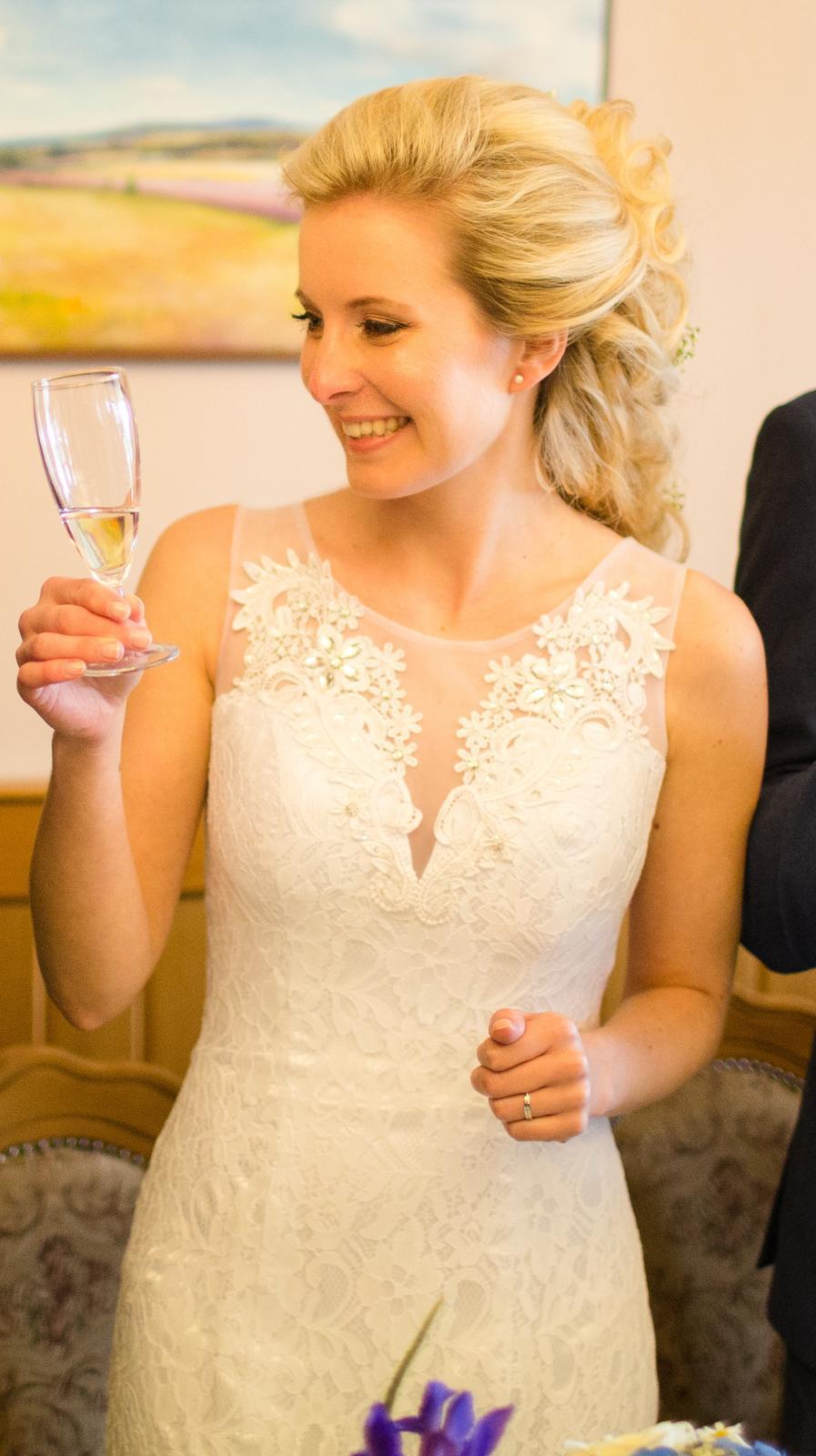 Krajkové svatební šaty vel. 36-38 - Obrázek č. 2