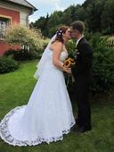 Svatební šaty celé z krajky, 44