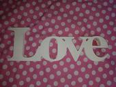 Napis LOVE,
