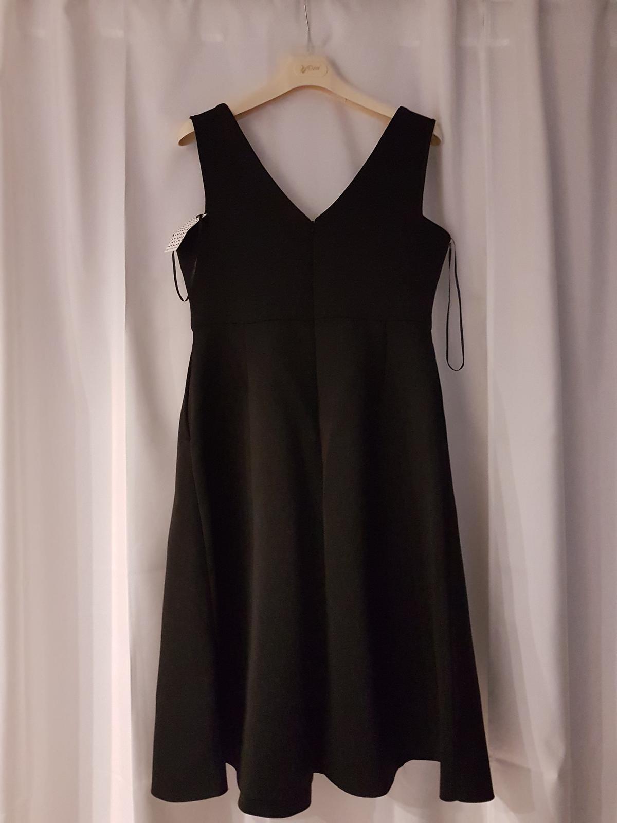 Čierne šaty s vreckami - Obrázok č. 2