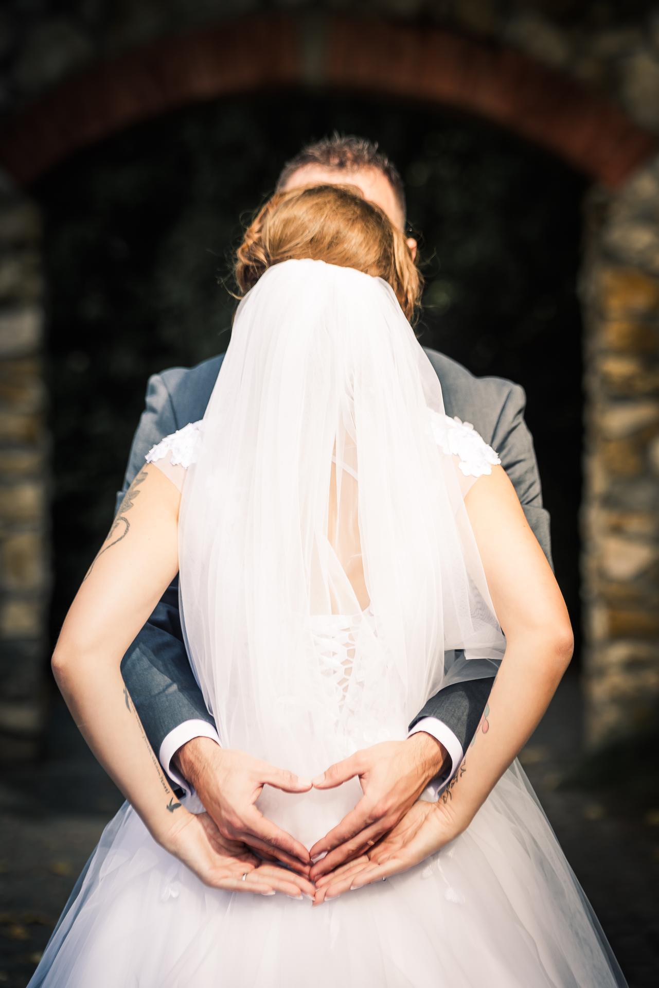A už mi svieti 9 dní pod svadbe... 🤍👰 A najkrajší deň to bol 🥰😍❤️ pár fotiek z fotenia v albume na ostatné si sama počkám :) - Obrázok č. 1