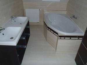 Horní koupelna - vana Santech
