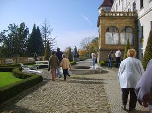 nádvoří u zámku Konopiště