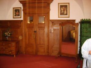 zde se můžeme upravit před vstupem do obřadní místnosti