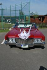 autíčko nevěsty a posléze novomanželů