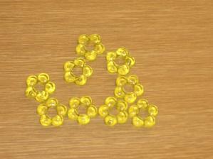 kytičky - vypadají žluté,ale jsou do zelena