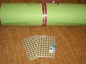 papír + srdíčka na jmenovyk, špendlíčky na vývazky