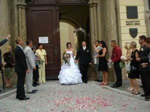 Házejme štěstí novomanželům
