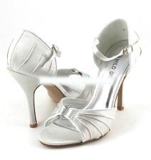 moje objednané botičky na svatbu....snad jsem trefila velikost :-)