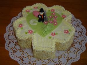 jeden dortík bude oříškový...jen bez těch figurek