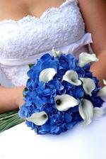 Takhle nějak bude vypadat má svatební kytice, akorát hortenzie budou bílé a kaly vínové :)
