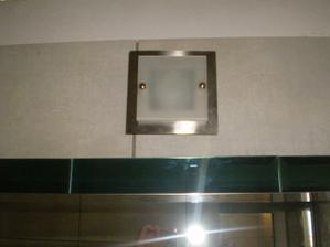 svetielko nad zrkadlom