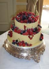 Moc se mi líbí ovocné dorty s bílým trubičkovým plotem