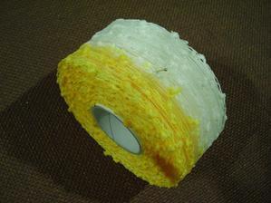 krásná žluto-bílá uzlíková stuha