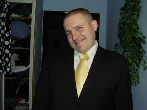tak takto by to mělo být - zvítězila bílá košile a žlutá kravata
