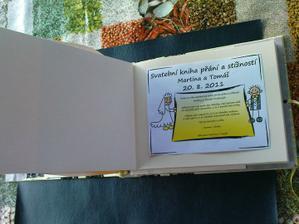 obrázek bude do vnitř vlepen ale vytištěn na stejnej papír jako jsou listy - tedy takový do žluta - aby to nebylo jako pěst na oko.