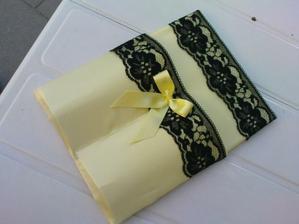 vyrobeno pouzdro na psací potřeby ke svatební knize