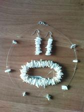Tak jsem tvořila naušničky a náhrdelník pro družičky, náramek si koupily