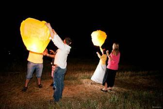 pouštění lampionů štěstí se vydařilo, snad nikde nich nechytlo
