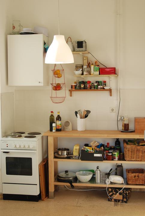Reutlingen, faze druha - Improvizovana kuchyn v provozu, proto ty krabice, drateniste, atd.