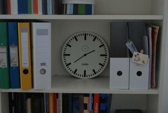 strojek vykuchan z hodin RUSCH (ehm, stoji mene nez samostatny strojek), cifernik je z opravdovych nadraznich hodin DDR