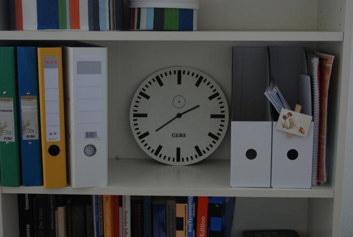 Reutlingen, faze treti - strojek vykuchan z hodin RUSCH (ehm, stoji mene nez samostatny strojek), cifernik je z opravdovych nadraznich hodin DDR
