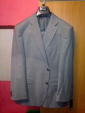 včera koupený ženichovo oblek... byl ještě dražší než moje šaty :D