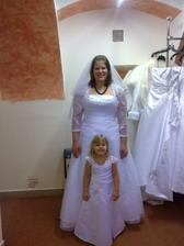 prcková přece nemůže mít jen tak ledajaký šaty, musí mít skoro stejný :)))