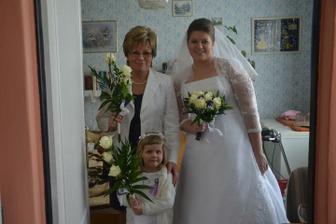 s maminkou a družičkou