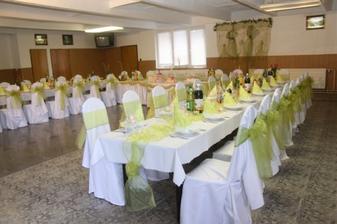 v tejto sále bude svadba..len zlatá vyzdoba