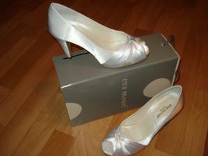 moje botičky..len ešte nižšie tanečné musím kúpiť :))