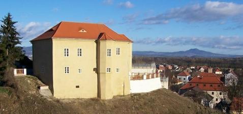 Brozany nad Ohří - historická tvrz