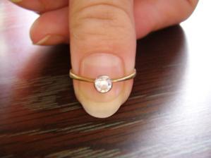 Tak takovýhle krásný prstýnek jsem dostala :o)