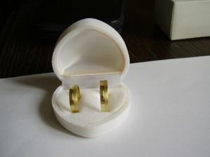 A tohle jsou naše prstýnky, které máme konečně doma :o)