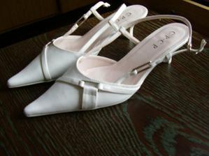 Nakonec jsem si koupila botičky tyhle...