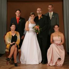 Dole sedí mé ségry, nad Denisou (vlevo) je její přítel David a nad Petrou (vpravo) je Honzův bratr (a zároveň svědek) Martin