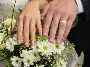to jsou naše prstýnky a pěkně zblízka