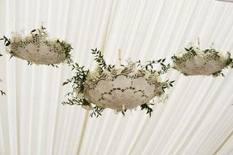 Jediné smysluplné využitíkrajkových deštníčků na svatbě :)