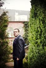 v pozadí původní místo obřadu hrad Malenovice