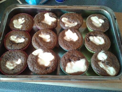 Peču a vařím :-) - moje první muffiny ala Wedme,hned po vytažení z trouby
