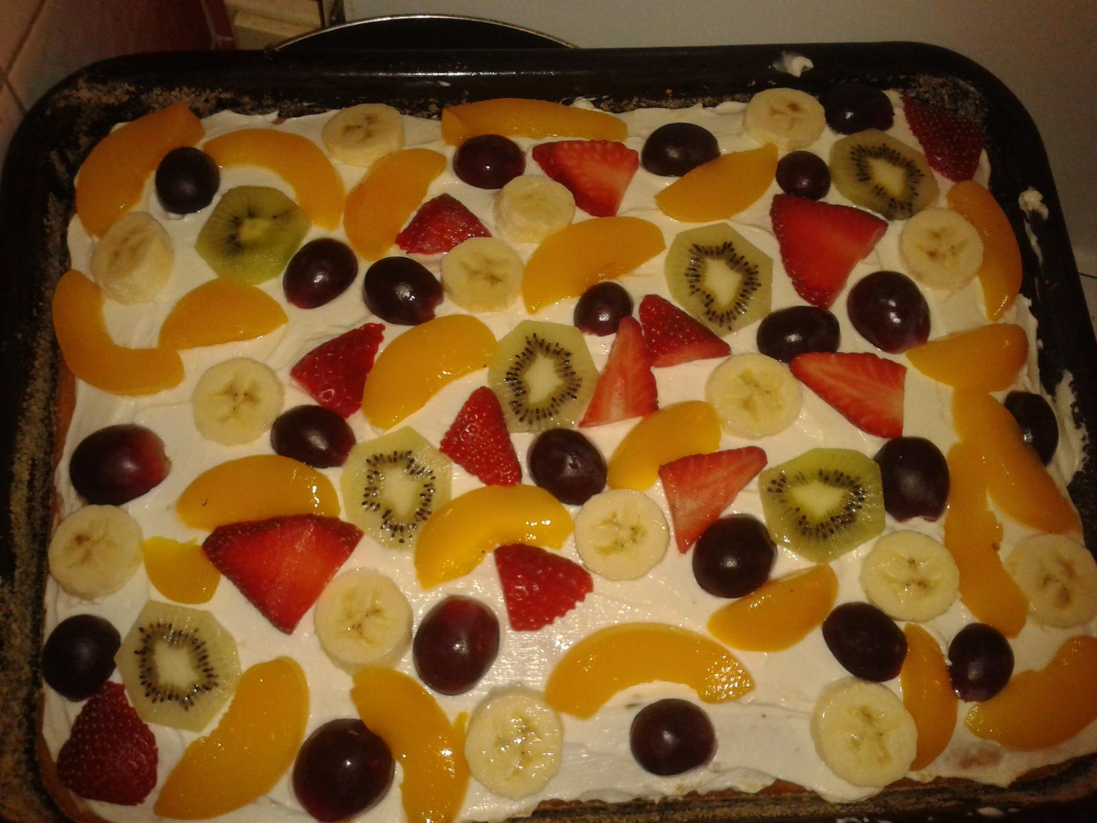 Peču a vařím :-) - hrníčková buchta s krémem a ovocem