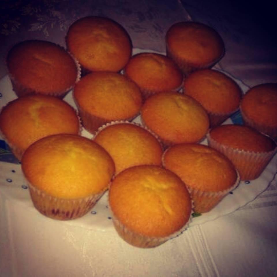 Peču a vařím :-) - muffiny jahodové a hroznové