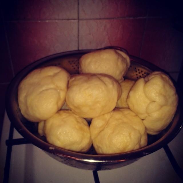 Peču a vařím :-) - kynuté knedlíky s trnkama