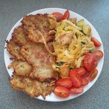 bramboráky s kuř.masem (maso, čín.zelí, cuketa, pórek) a rajčátka na ozdobu