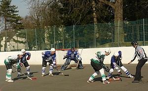 fotit se chceme i na hokejbalovém hřišti...bez kluků to přece nejde ani v den D :-)