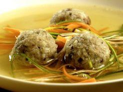 Polévka-vývar s knedlíčky a nudlemi