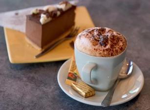 dezert-svatební dort a káva