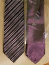 proužkovaná je kravata mého tatínka a ta jednobarevná je kravata svědka :-)